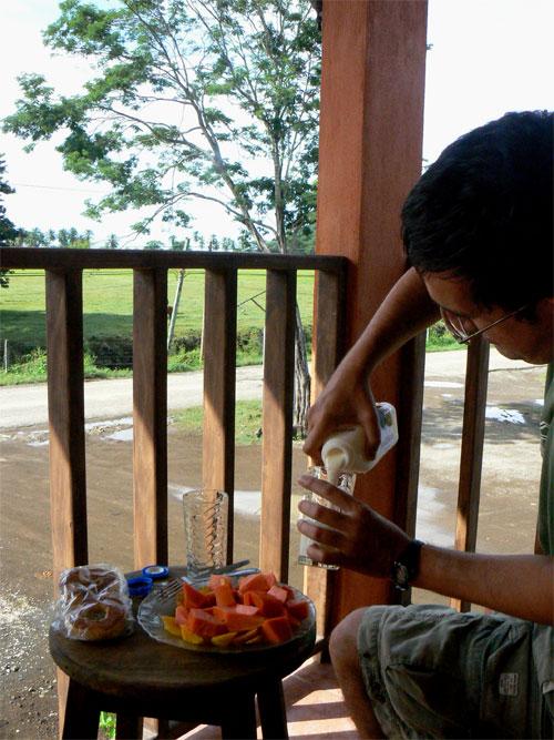 Desayuno con mangos y papaya