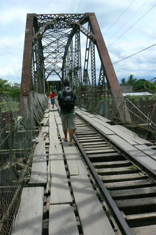 El descojonado puente de Sixaola